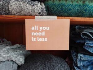 Das Motto von Slow Fashion und 2nd Hand: All you need is less!